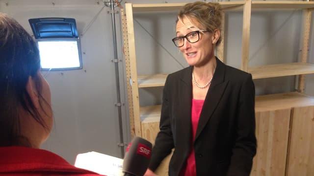 Susanne Hochuli in einem Shelter.