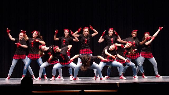 Mädchen in der Schlusspose eines Tanzes