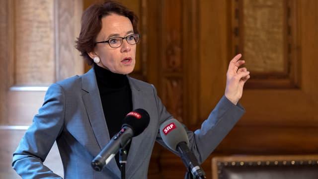 Eva Herzog am Rednerinnenpult.