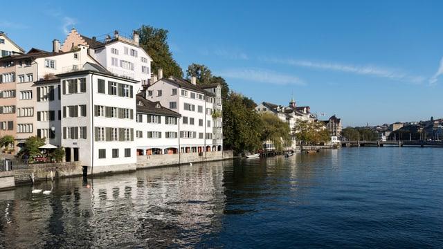 An der Limmat in Zürich sind Wohnungen sehr begehrt.