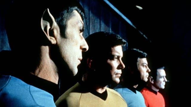 Commander Spock ensemen cun ulteriuras figuras da la seria «Raumschiff Enterprise».