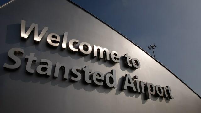 «Welcome to Stansted Airport» steht auf dem Gebäude des Flughafens London-Stansted (reuters/archiv)