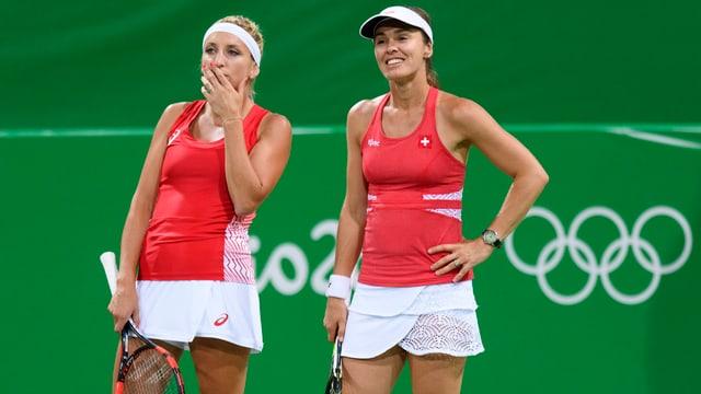 Duas giugadras da tennis.