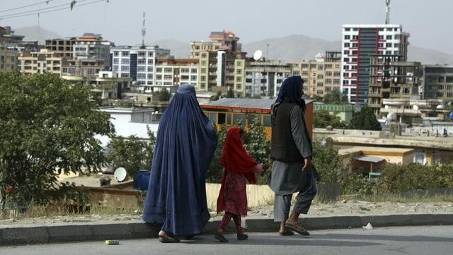 Familie auf den Strassen Kabuls.