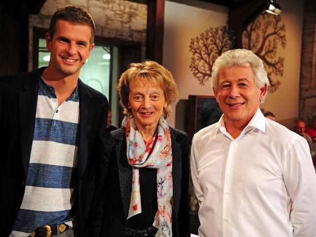 Nicolas Senn, Alt Bundesrätin Eveline Widmer-Schlumpf und Josias Just lächeln in die Kamera.