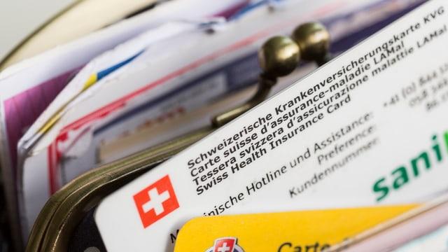 Krankenkassenkarte in einem Geldbeutel.