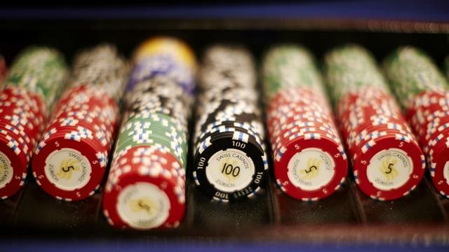 Il maletg mussa ina retscha da chips per giugar per exempel poker