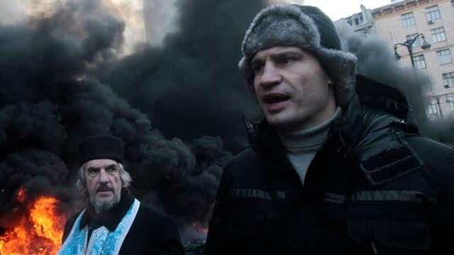 Vitali Klitschko mit Pelzmütze auf dem Maidanplatz.