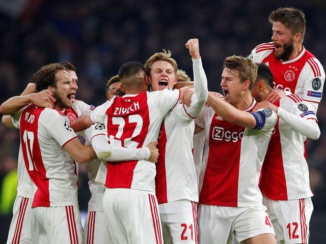 Jubelnde Ajax-Spieler
