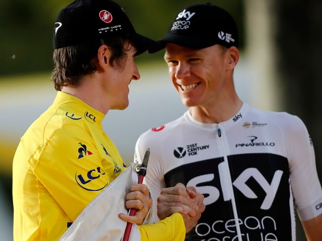 Geraint Thomas (links) und Chris Froome beim Shakehands