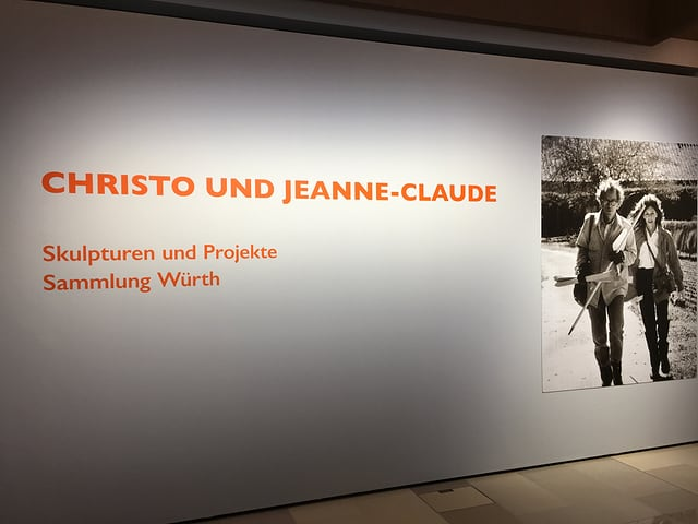 Entrada dal forum Würth cun l'exposiziun Christo e Jeanne-Claude.