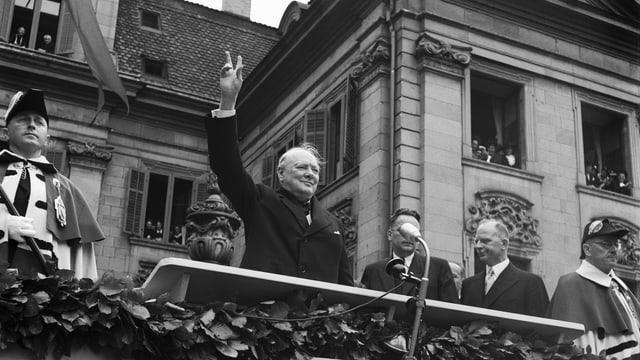 Winston Churchill spricht am 19. September im Münsterhof in Zürich.