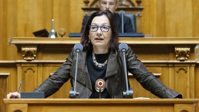 Gilli spricht 2015 im Nationalrat