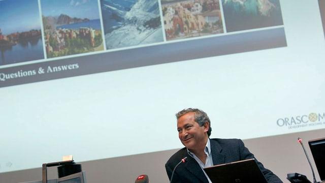 Sawiris an einer Medienkonferenz in Altdorf