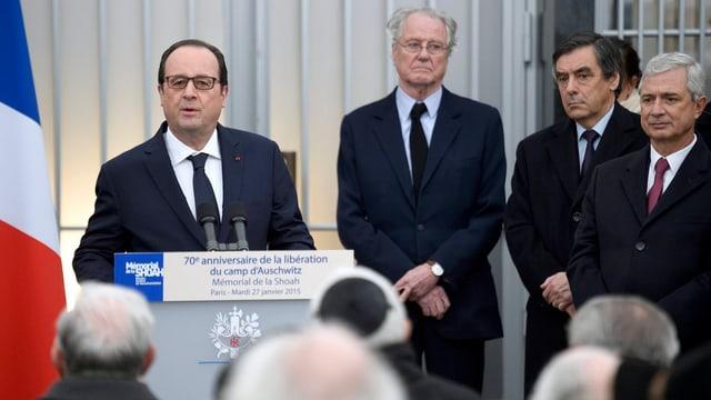 François Hollande an einem Rednerpult