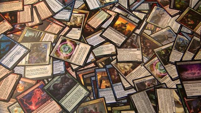 Magic-Karten auf dem Tisch verteilt