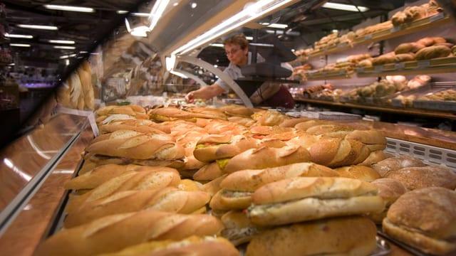 Sandwiches en Masse an der Gourmet-Factory-Theke des Jelmoli in Zürich.