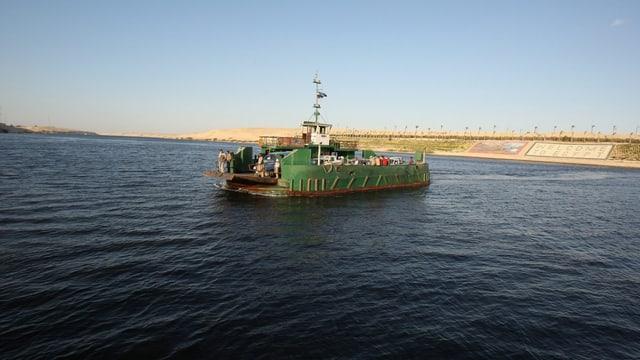 Fähre auf dem Suez-Kanal