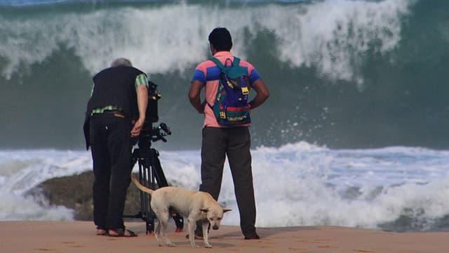 Kameramann und Assistent am Strand