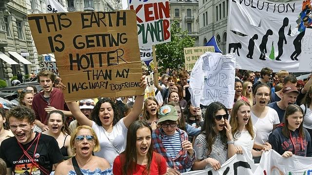 Menschen am demonstrieren.