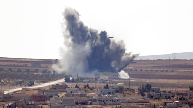 Bombenexplosion am Rand der umkämpften Stadt Kobane.
