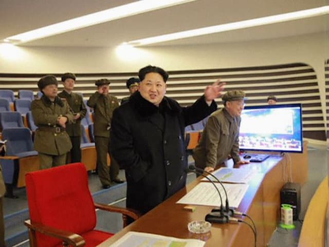 Kim Jong Un und Militärs