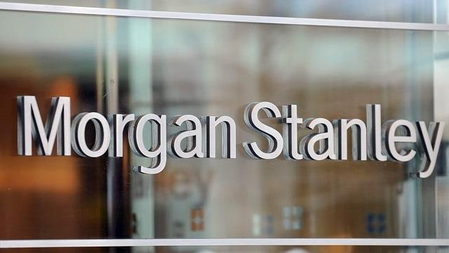 Isch da la banca cun scrit il num Morgan Stanley