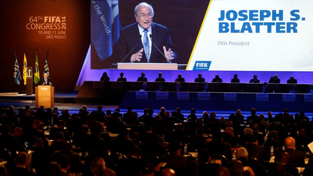Fifa-Kongress in Sao Paulo, am Rednerpult steht Joseph Blatter.