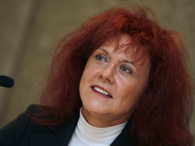 Heliane Canepa, CEO von Nobel Biocare von 2001 bis 2007, lächelt an einer Medienkonferenz. (keystone)