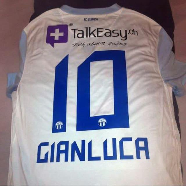 Das vom FCZ geschenkte Fussballtrikot mit Gianlucas Name.