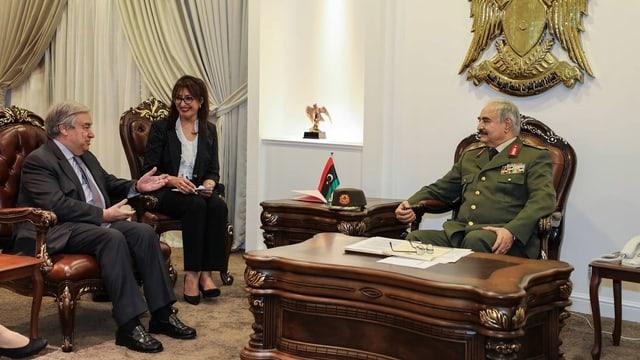 UNO-Chef Antonio Guterres und der libysche General Chalifa Haftar (rechts)