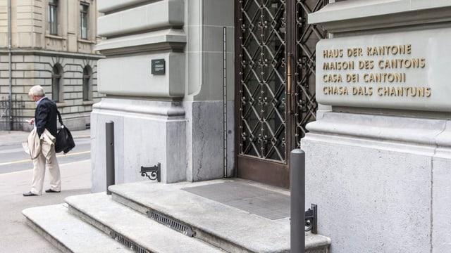 Eingang zum «Haus der Kantone» in Bern.