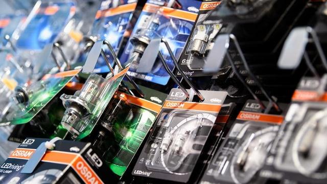 Verpackte Led-Glühbirnen in einem Laden