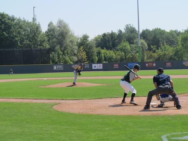 Baseball-Spieler auf dem Baseball-Feld im Heerenschürli Schwamendingen.