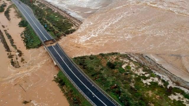 Eingestürzte Brücke bei Cagliari.