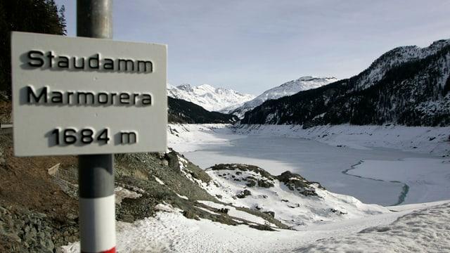 Stausee Marmorera im Winter.