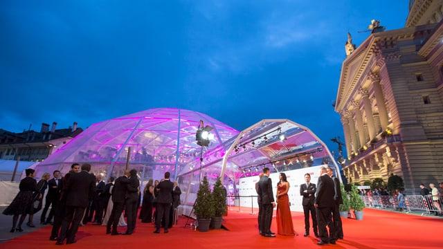 Ein Zelt auf dem Bundesplatz.