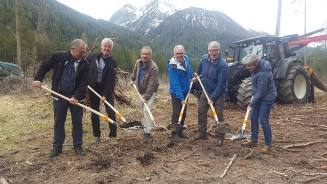 Da sanestra: OEE, EWZ, capo Valsot, capo Scuol, president da la Regenza, Pro Terra Engiadina.