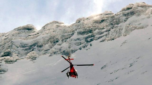 Rettungshelikopter vor der Eiger-Nordwand.