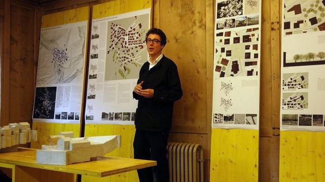 L'architect Men Duri Arquint explitgescha ses studi.