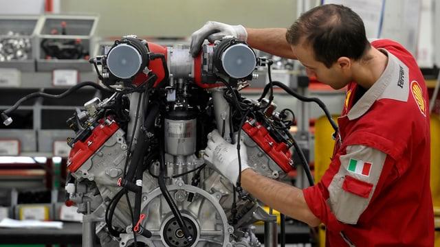 Arbeiter in italienischer Autofabrik.