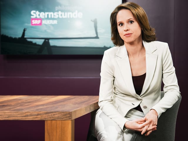 Portrait einer Moderatorin.