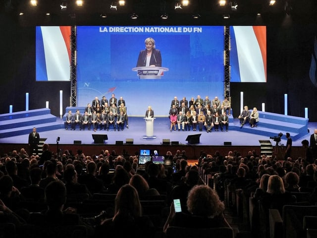 Le Pen auf der Bühne.