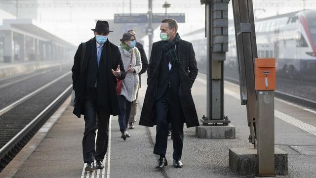 BR Berset auf dem Bahnsteig zusammen mit Regierungsrat Jean-Pierre Gallati.