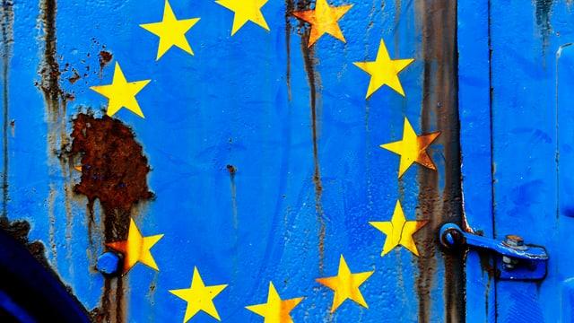 EU-Flage mit einem rostigen Stern