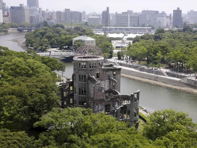 Blick auf die Stadt Hiroshima und das ehemalige Regierungsgebäude.