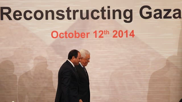 Der ägyptische Präsident Abdel Fattah al-Sisi und Palästinenserpräsident Mahmoud Abbas (hinten).