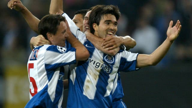 Deco feiert sein Tor im CL-Final 2004 (3:0 gegen Monaco)
