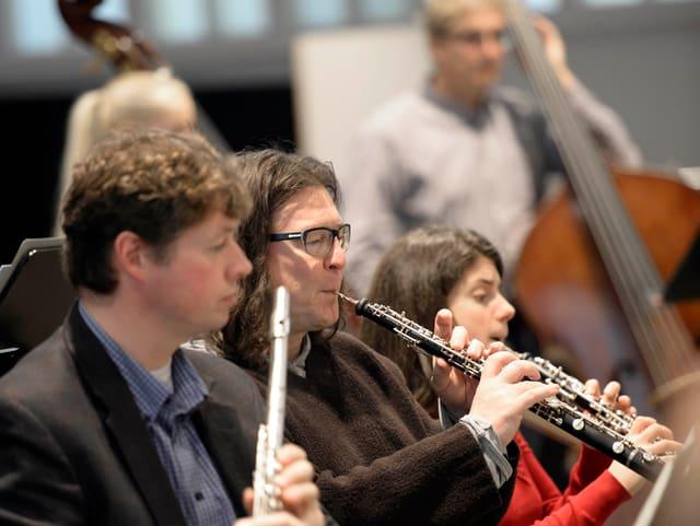 Musiker: Oboe, Querflöte, Contrabass.