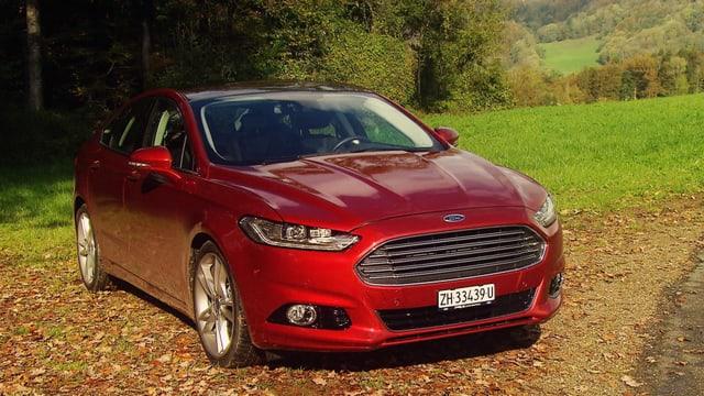Video «Ford Mondeo, Suisse Caravan Salon mit Gölä, «Ferrari Joe»» abspielen